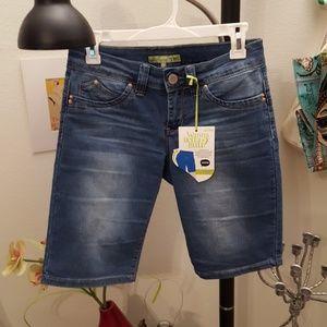 YMI Jeans - NWOT ymi wannabettabutt capri jeans